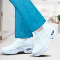 Sairaanhoitajan valkoiset kengät